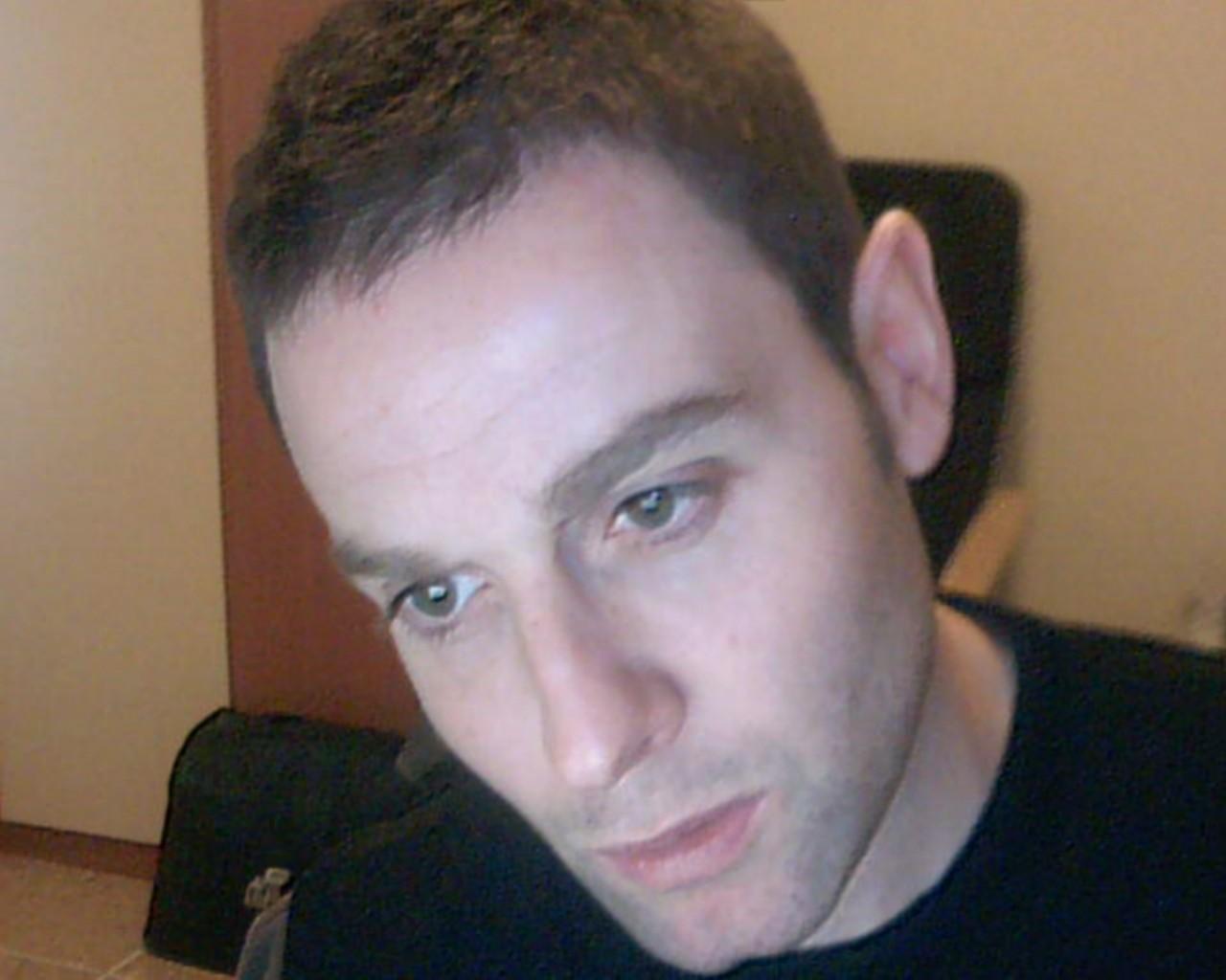 Michele Cristiano Aulicino è Ateo. Nasce a Potenza il  dieci.quattro.millenovecentosettantanove. Iscrittosi alla facoltà di  Ingegneria Chimica fb182385807